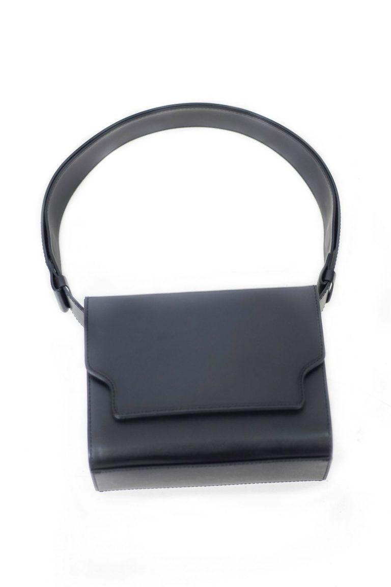 Vava sac à main cuir noir de forme rectangulaire signé Marge Sherwood