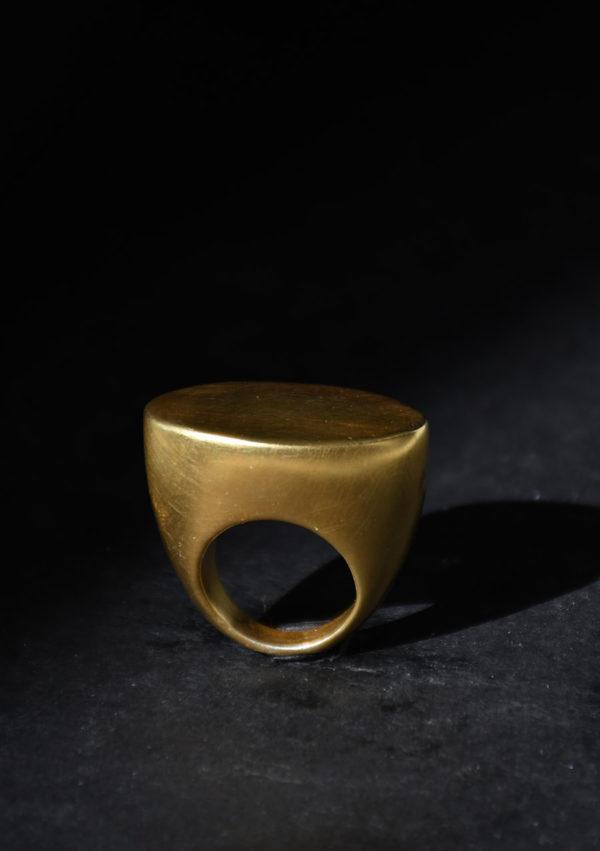 Anneau évidé Bubble ring I argent massif I or 22k I Vue de profil I Melina Kistani I Label AÉ Paris
