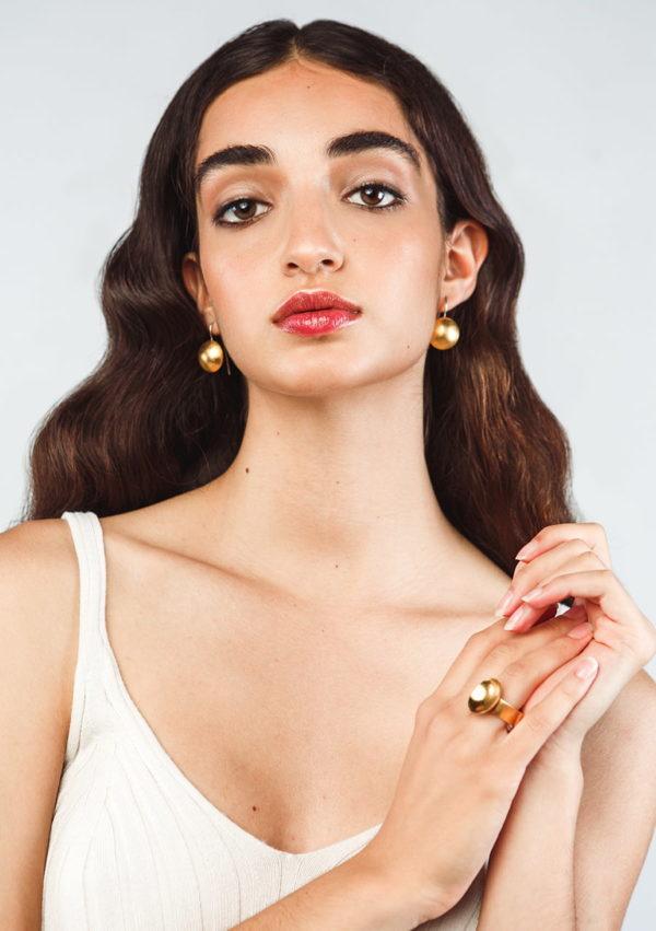 Bague asymétrique Oval et boucles d'oreilles galet I Melina Kistani I Label AÉ Paris