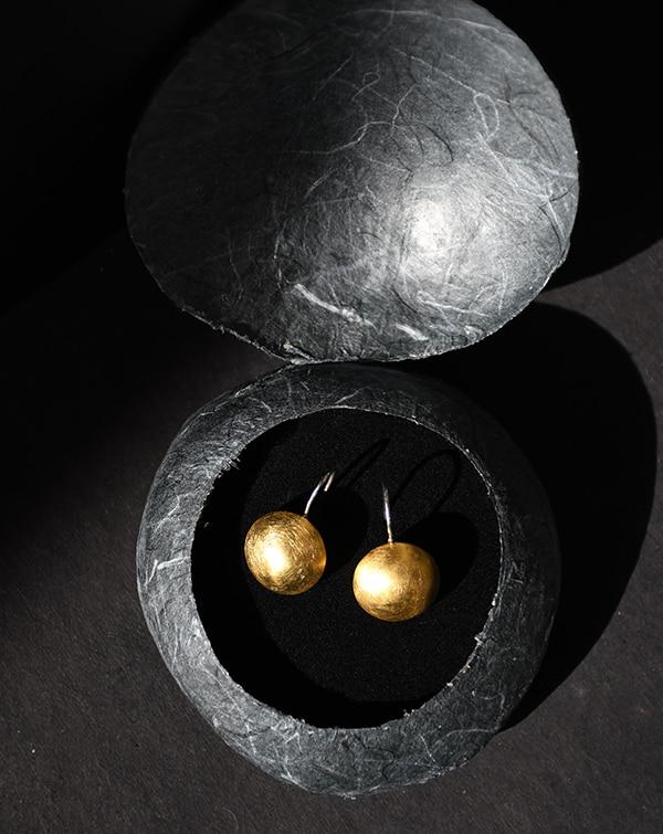 boucles d'oreilles de la créatrice Melina Kistani