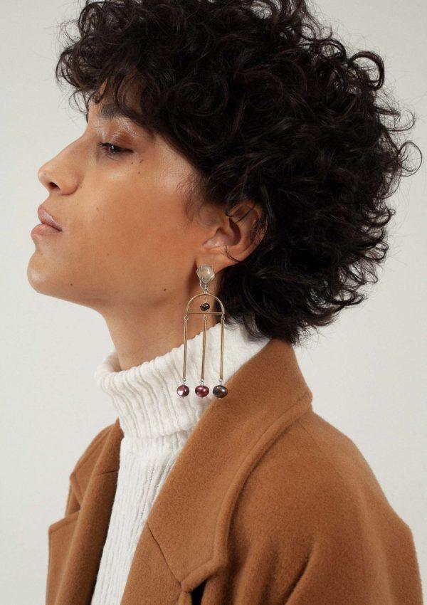 Boucles d'oreilles à perles pendantes de la créatrice Nina Janvier