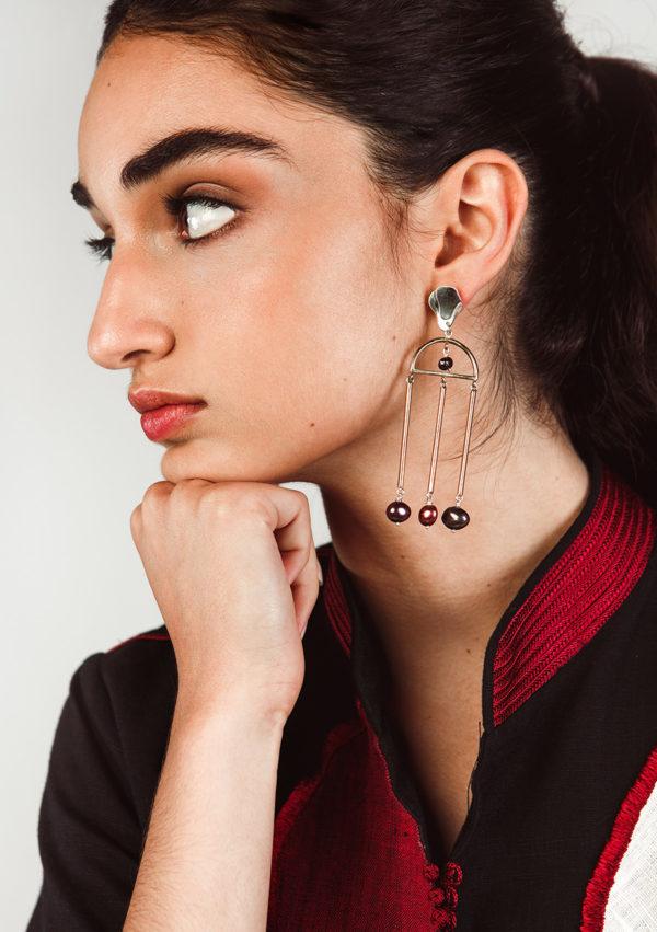 Boucle d'oreilles à perles pendante - Nina Janvier - Vue de profil - Label AÉ Paris