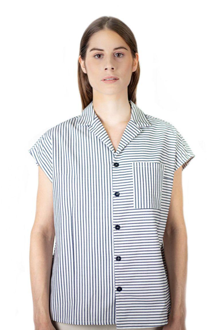 Chemise unisexe à manches courtes avec effet kimono et rayures bleues de la marque Antagony.